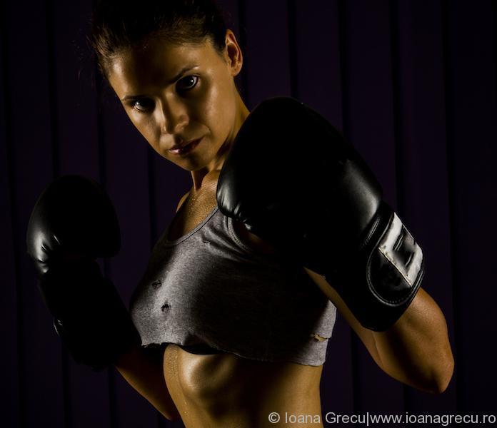 String boxing woman